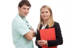 Vennootschap tussen een arts en een beleidsdirecteur Stock Foto