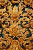 In venster in de insnijding van Thailand van de gouden tempel van Boedha in Wat Benchamabophit Stock Fotografie