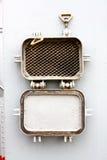 Venster - de roosterpatrijspoort met latjes bij militairen Stock Fotografie