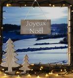 Venster, de Winterlandschap, Joyeux Noel Means Merry Christmas royalty-vrije stock foto