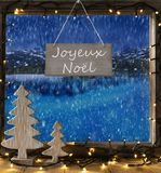 Venster, de Winterlandschap, Joyeux Noel Means Merry Christmas stock fotografie