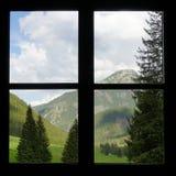 Venster met de mening van bergvallei royalty-vrije stock afbeeldingen
