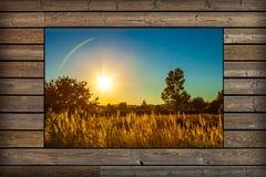 Venster met mening van zonsondergang Stock Afbeelding