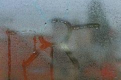 Venster met waterdaling Stock Fotografie