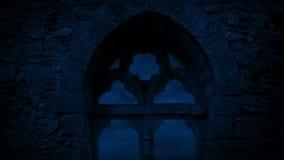 Venster in Middeleeuwse Ruïnes bij Nacht stock footage