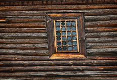 Venster oude houten die kerk wordt gebouwd van Stock Foto