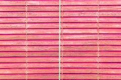 Venster roze kleurrijk oud houten blind Stock Fotografie