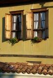 Venster van een traditioneel huis royalty-vrije stock afbeelding
