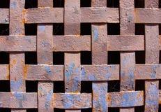 Venster van het ijzer het roestige rooster van een middeleeuws gebouw Stock Fotografie