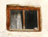 Venster van oud huis Stock Foto