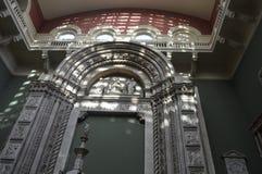 Vensterlicht in Victoria & Albert Museum, Londen Stock Foto's
