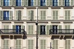 Vensters en balkons Parijs Royalty-vrije Stock Foto's