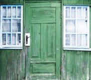 Vensters en deur van een oud huis royalty-vrije stock foto's