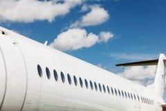 Vensters en fuselage van een privé vliegtuig Royalty-vrije Stock Afbeeldingen