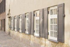 Vensters met blinden Stock Foto's