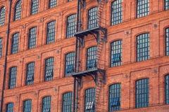 Vensters op oude de bouwachtergrond Royalty-vrije Stock Afbeelding