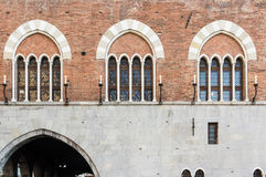 Vensters op San Giorgio Palace, Genua royalty-vrije stock foto's