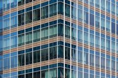 Vensters van bureaugebouwen, Moderne bedrijfsachtergrond Stock Afbeelding
