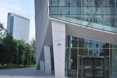 Vensters van een modern bureaugebouw Stock Afbeelding