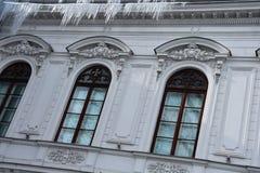 Vensters van het de Gemeentemuseum Muzeul Municipiului Bucuresti van Boekarest Stock Fotografie