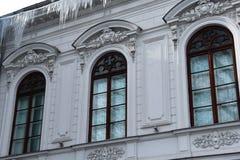 Vensters van het de Gemeentemuseum Muzeul Municipiului Bucuresti van Boekarest Stock Foto's