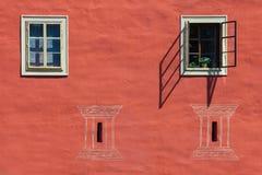 Vensters van het kasteel van Cervena Lhota, Tsjechische Republiek stock afbeelding
