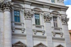 Vensters van het Paleis van Palazzo Poli Poli Stock Afbeelding