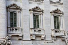 Vensters van het Paleis van Palazzo Poli Poli Royalty-vrije Stock Afbeeldingen