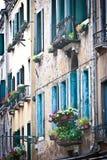 Vensters in Venetië Royalty-vrije Stock Fotografie