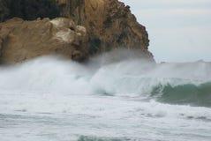 Vent de l'eau de pulvérisation de ressac de mer de vagues Photo libre de droits