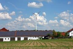 Vent et énergie solaire Image stock