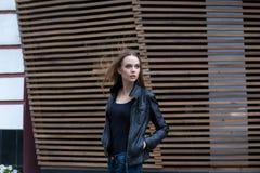 Vent face à la fille Images libres de droits