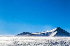 Vent sur la montagne italienne photos stock