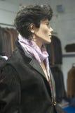 Venta al por menor de las compras de la exhibición del escaparate del maniquí de la moda Fotografía de archivo