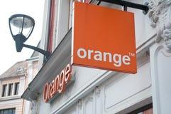 Venta al por menor del logotipo de la naranja de la marca la señalización del operador del teléfono Fotos de archivo libres de regalías