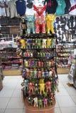 Venta de artes peruanos en tienda de souvenirs en Per? handmade fotografía de archivo libre de regalías