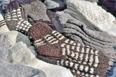 Venta de calcetines de lana en el mercado Imagenes de archivo