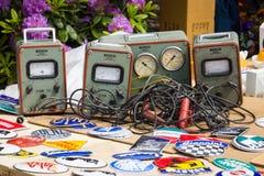 Venta de diverso instrumento de medida del vintage de la compañía Bosch imagen de archivo
