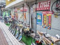 Venta de la bicicleta en Tokio, Japón fotografía de archivo libre de regalías