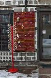 Venta de la calle de la acción tradicional del regalo en la ciudad antigua de Bansko Foto de archivo