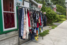Venta de la calle de la ropa Fotografía de archivo