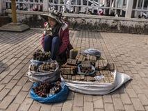 Venta de la medicina en las calles de Vientián imágenes de archivo libres de regalías