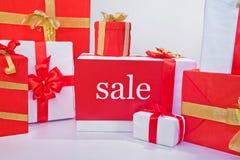 Venta de las cajas de regalo imágenes de archivo libres de regalías