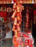 Venta de las decoraciones por el Año Nuevo chino Imagenes de archivo