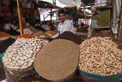 Venta de las especias en Yemen Imágenes de archivo libres de regalías