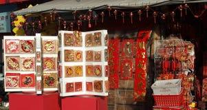 Venta de las tarjetas del Año Nuevo por el Año Nuevo chino Imagen de archivo libre de regalías