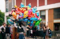 Venta de los globos en el festival Fotos de archivo