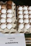 venta de los huevos en mercado callejero Fotos de archivo libres de regalías