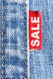 Venta de los pantalones vaqueros Fotos de archivo libres de regalías