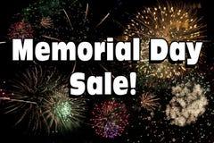 Venta de Memorial Day con la exhibición de los fuegos artificiales Imagen de archivo